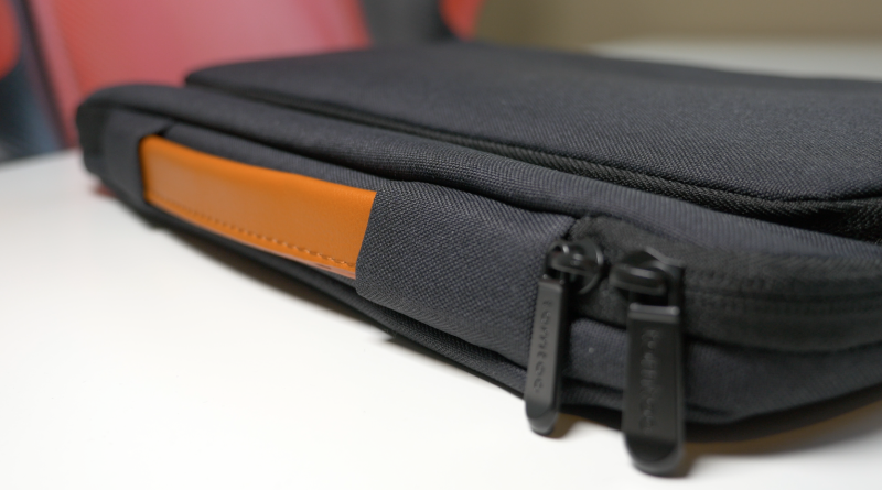 TomToc Briefcase for Surface Pro – It's also super soft inside!